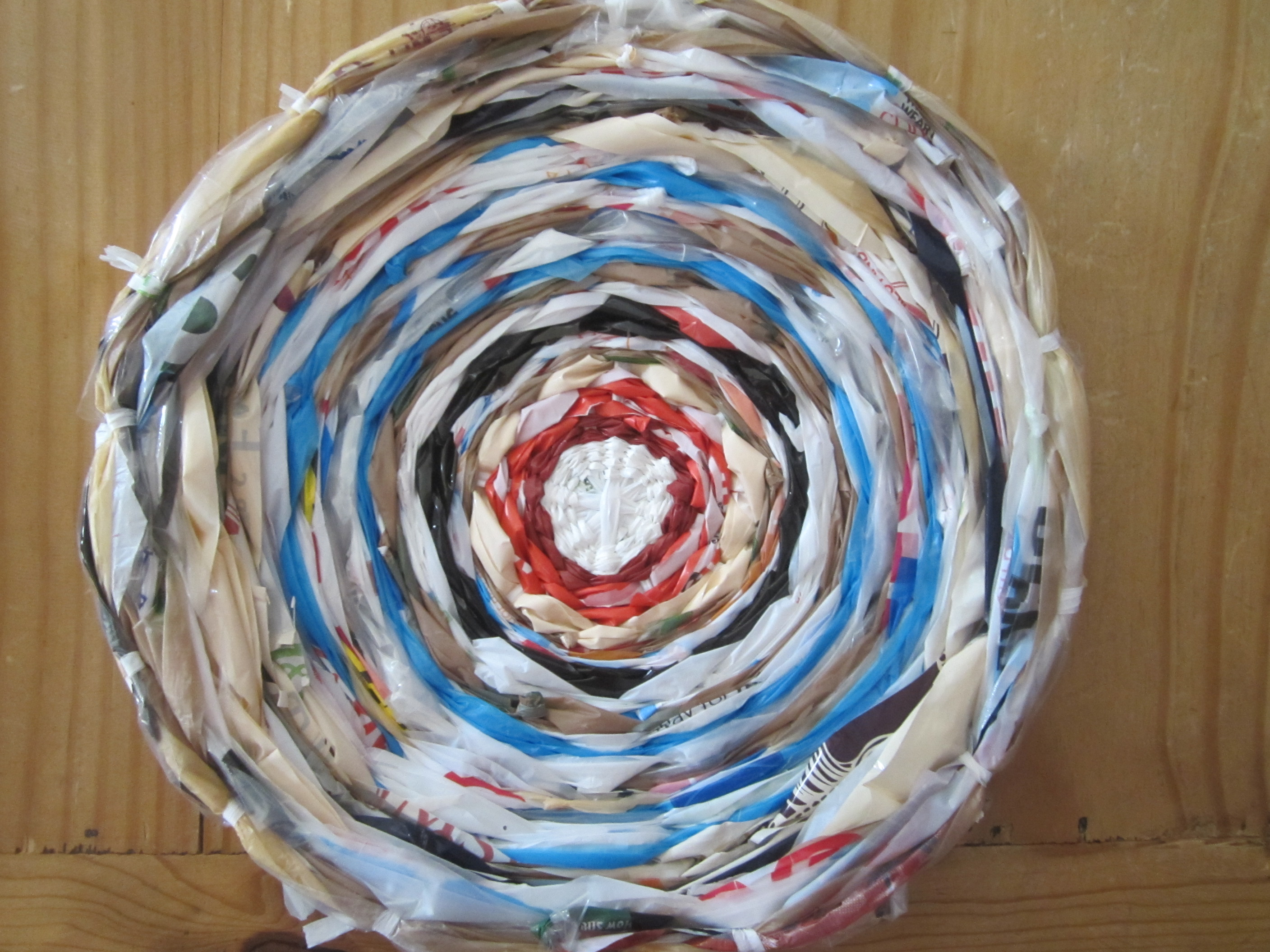 Finished woven circle from plastic bags
