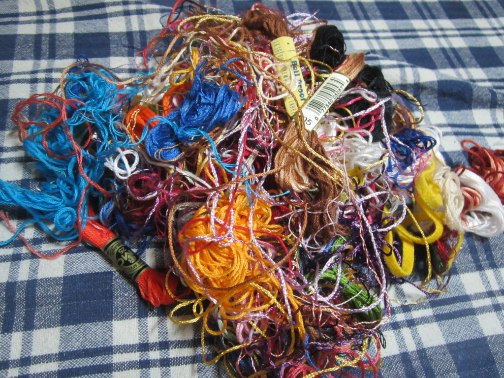 Disorganized embroidery floss - needs a thread organizer!