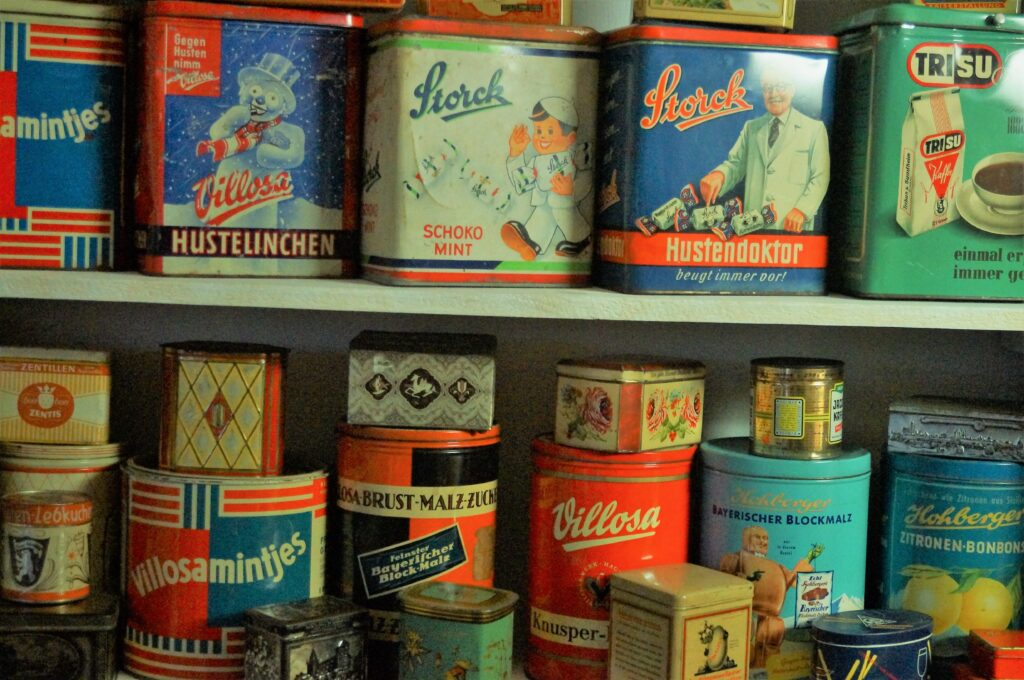 Antique Swiss Tins on a shelf by Margit Umbach, Unsplash