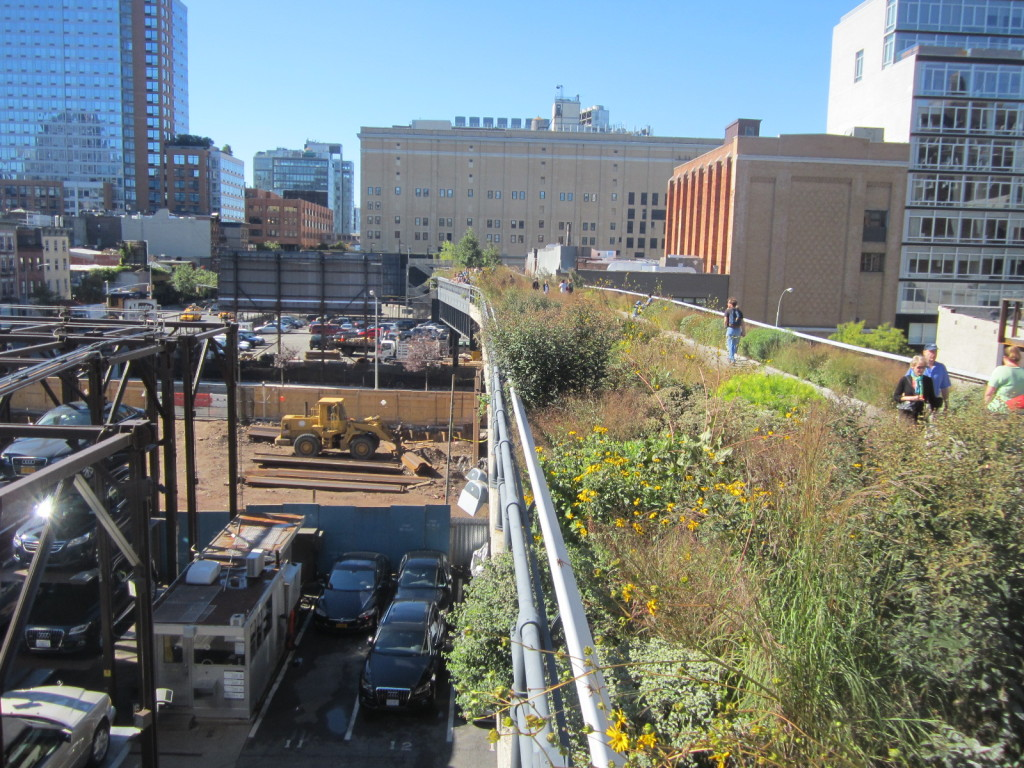The Highline trail is above but many empty storefronts are below