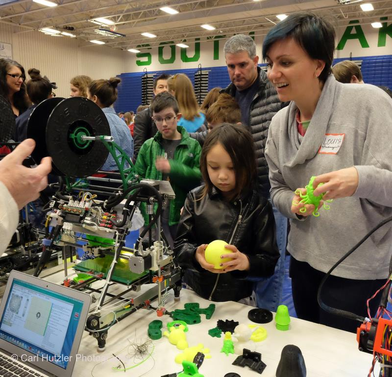 Luisa and Coco learn about 3-D printers