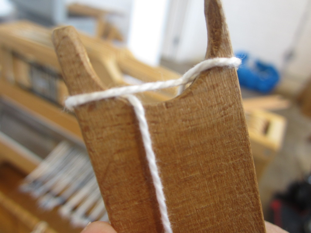 How to attach the yarn to the end of a stick shuttle