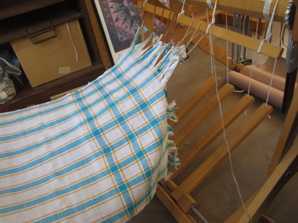 Untying the weaving from the beam stick