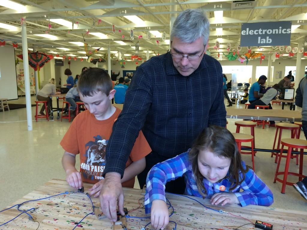 Luke, Keith & Jillian play with circuits